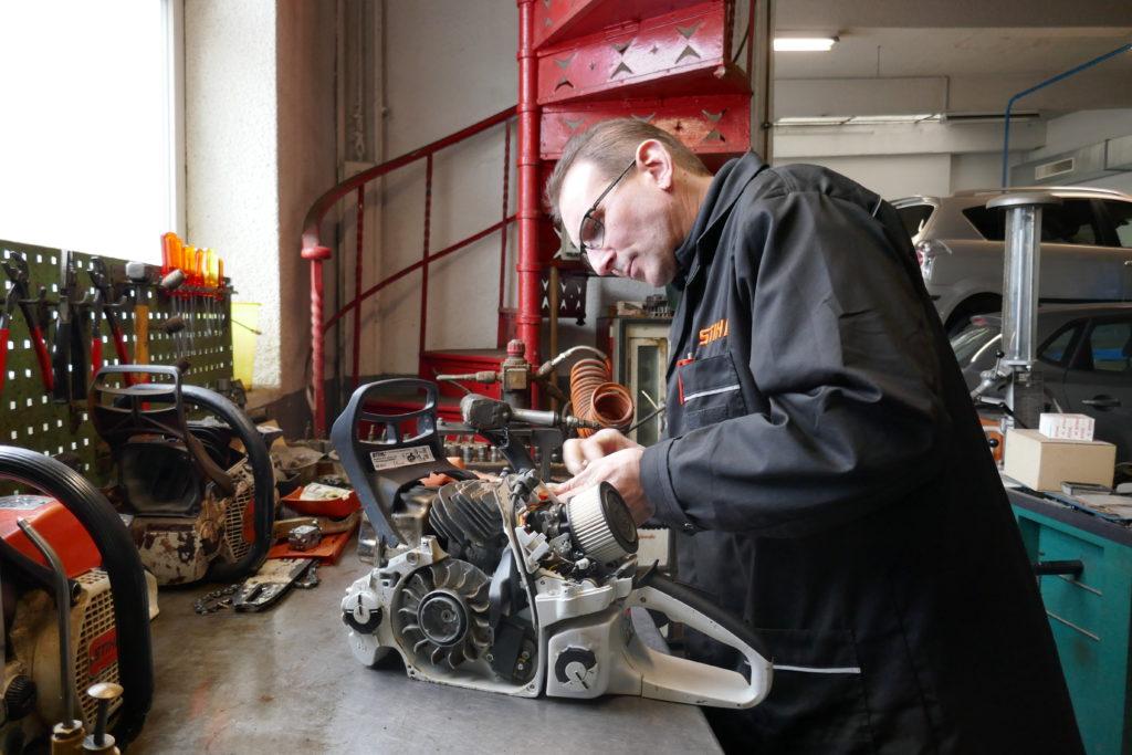 Didier Baur, réparation de tronçonneuse